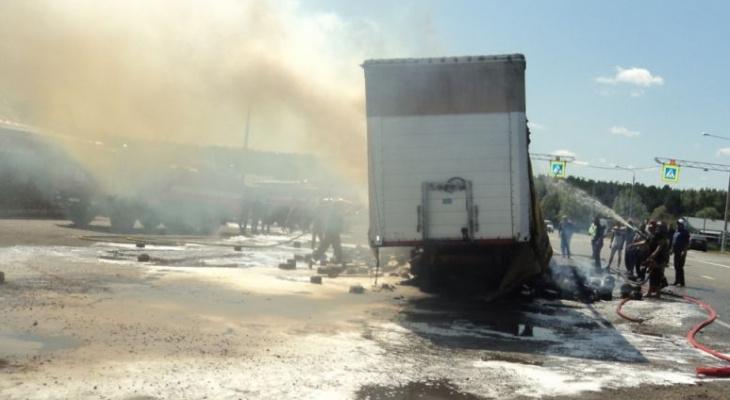В Шемуршинском районе загорелась фура с пряжей