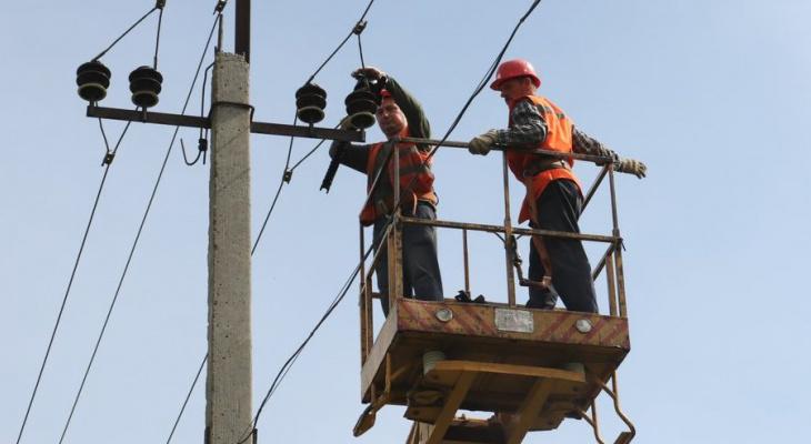 В Новочебоксарске устанавливают защиту от гибели птиц на электропроводах
