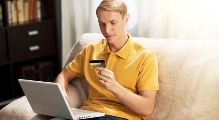 Как управлять своими деньгами, не вставая с дивана