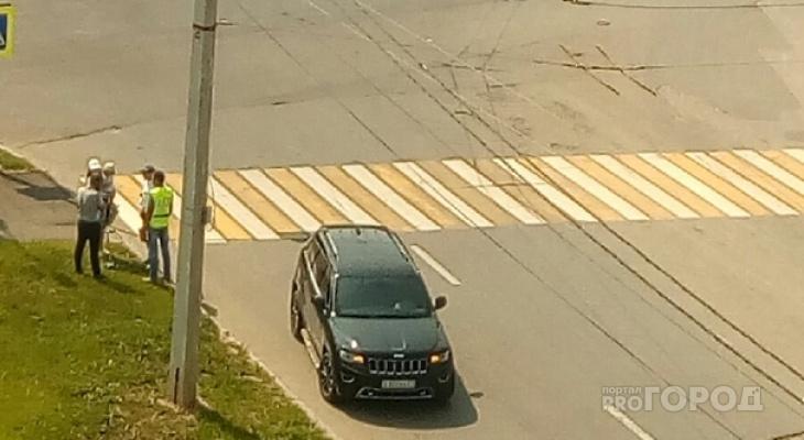 В Чебоксарах ребенок попал под машину, когда переходил дорогу с мамой