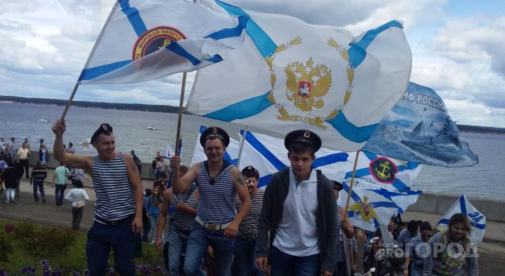Видеорепортаж: как в Чебоксарах празднуют День Военно-морского флота