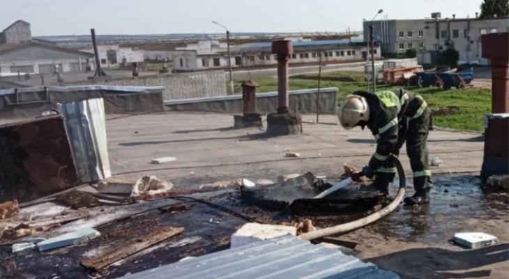 В Новом Атлашево на птицефабрике вспыхнуло здание