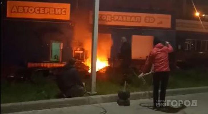 Горожане подключились к автомойке и потушили пожар