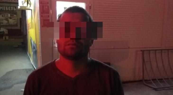 Мужчина предложил новочебоксарке помощь в вызове такси и убежал с ее телефоном