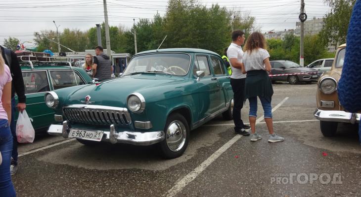 В Чебоксарах показали тюнингованные автомобили и ретрокары