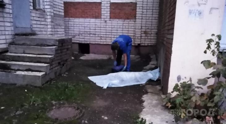На проспекте Мира под окнами многоэтажки нашли тело женщины