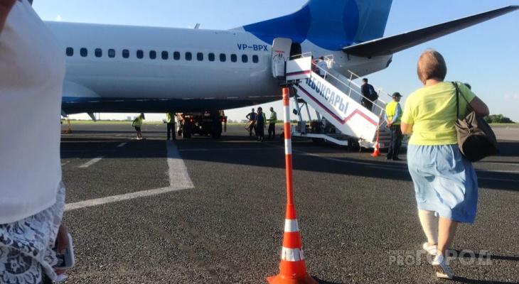 В аэропорту приставы и полицейские проверяли пассажиров на наличие долгов