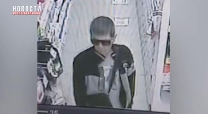 В Новочебоксарске за преступление разыскивают мужчину в спортивном костюме