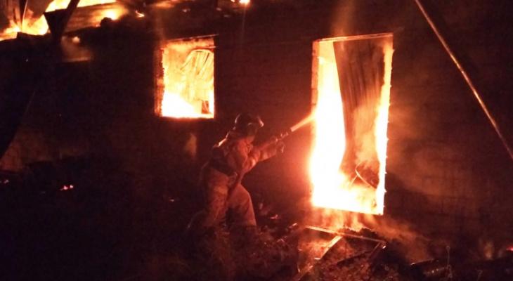 В Чувашии в горящем гараже погиб мужчина