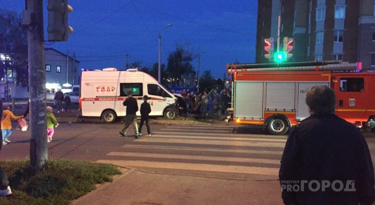 В Чебоксарах в ДТП со скорой помощью пострадали медики