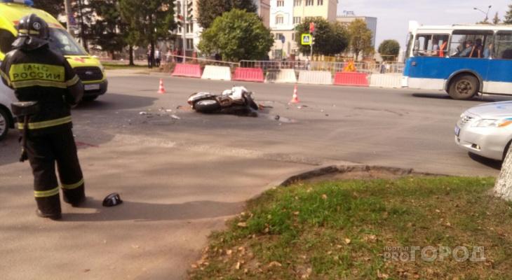 В Чебоксарах в ДТП с мотоциклом пострадали парень и девушка