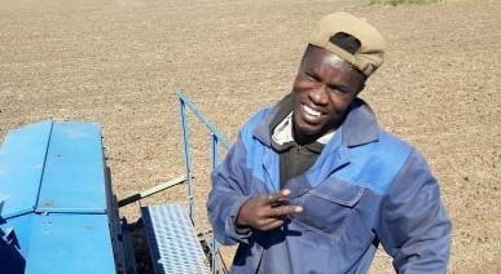 Африканец в Чувашии работает на посеве хлеба