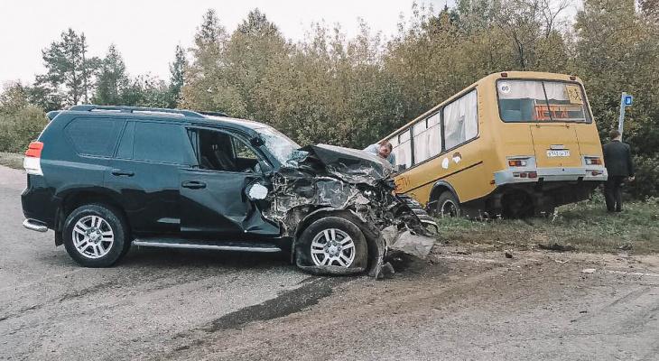В Чувашии школьный автобус с 20 детьми попал в ДТП, есть пострадавшие