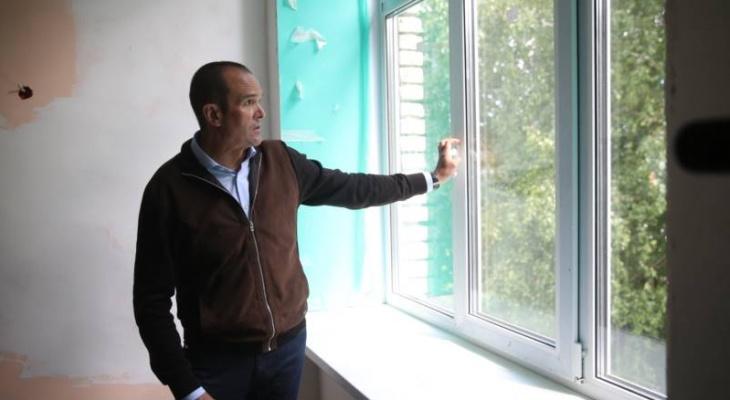 Игнатьев предложил многодетным семьям квартиру за передачу земли