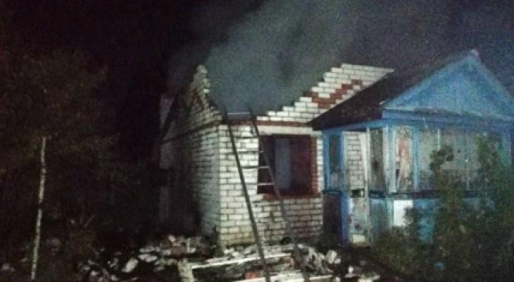 Мужчине пытались сжечь дом вместе с хозяйством и машиной