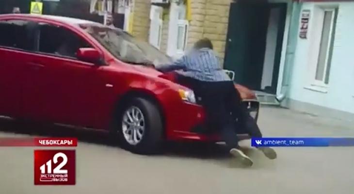 Скандальный сюжет из Чебоксар с водителем красной иномарки показали на РЕН ТВ