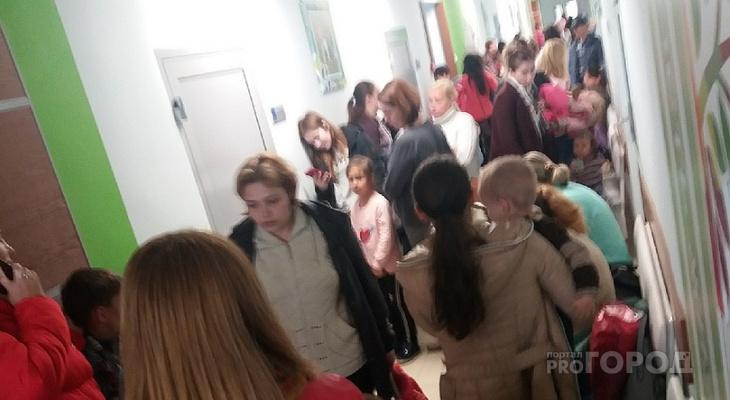 Коридоры детской больницы Новочебоксарска переполнены детьми из-за нехватки врачей