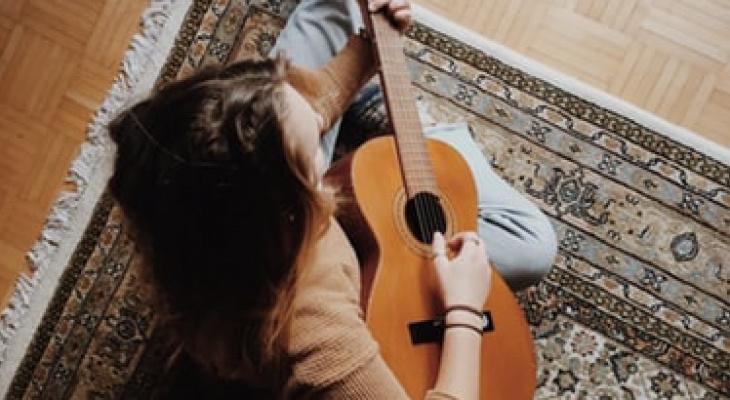 Тест: угадаете ли вы известные песни про осень?
