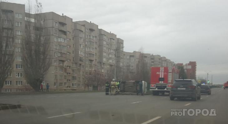 """На проспекте Тракторостроителей перевернулась """"четырнадцатая"""""""