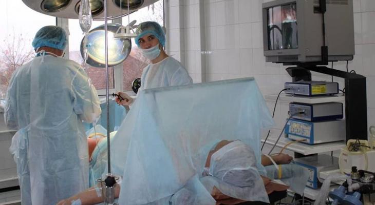 Чебоксарские врачи проводят уникальную операцию по лечению варикоза