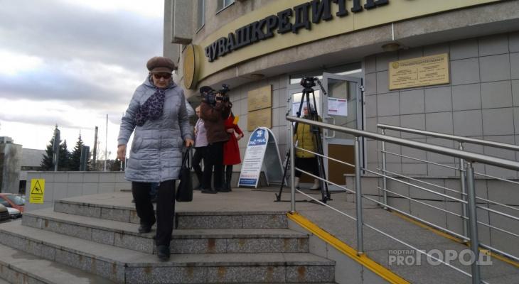 "Мужчина взял кредит в ""Чувашкредитпромбанке"" и купил большинство его акций: заявили в Минфине"