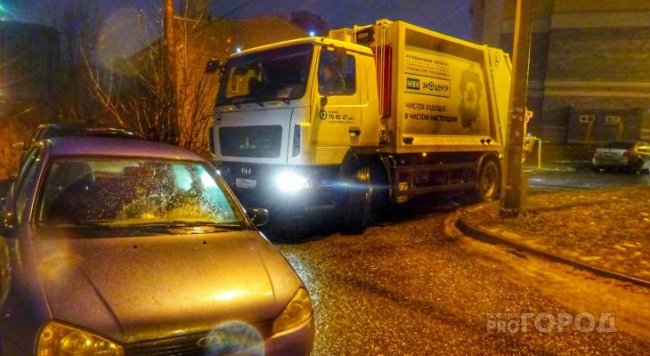 Водители мусоровозов Чувашии показывают высшее мастерство, маневрируя во дворах