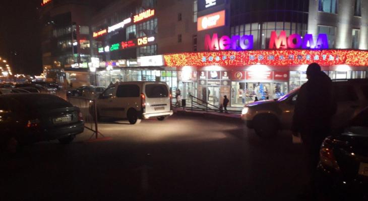 ГИБДД ищет очевидцев наезда Toyota Camry на мужчину