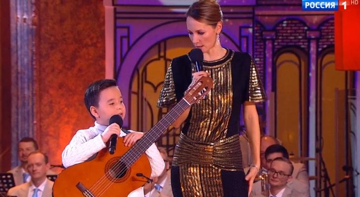 Юный бард из Чебоксар спел «Если у вас нету тети» и покорил членов жюри