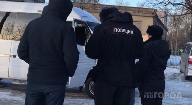Подростки завели «семерку» с помощью обычного ножа и поехали таранить припаркованные машины
