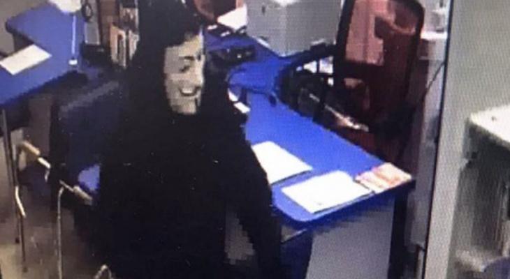 Грабитель в маске Гая Фокса ворвался с оружием в чебоксарский банк