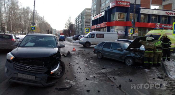 """Hyundai и """"четырнадцатая"""" столкнулись на перекрестке в Чебоксарах, есть пострадавший"""
