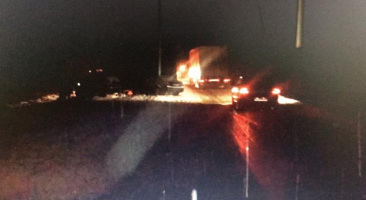 В столкновении Hyundai, грузовика и Chevrolet погиб 26-летний парень