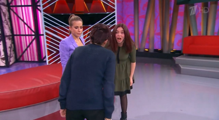 """Девушка из Цивильска на Первом канале: """"Мама била меня головой об стол, когда учили таблицу умножения"""""""