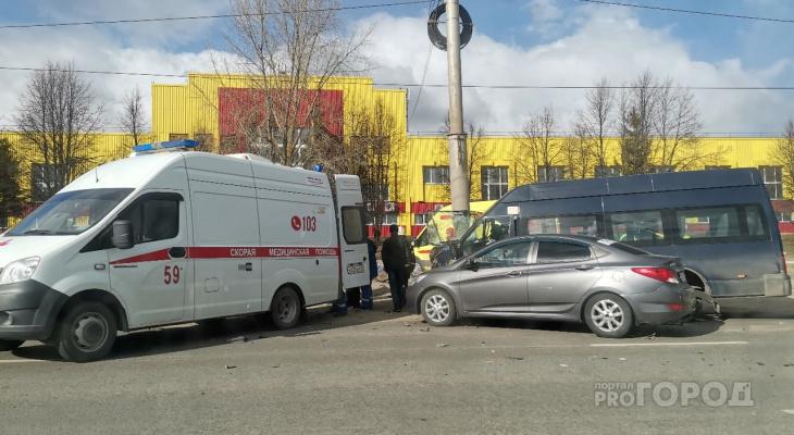Маршрутка с пассажирами влетела в столб на Тракторостроителей, есть пострадавшие