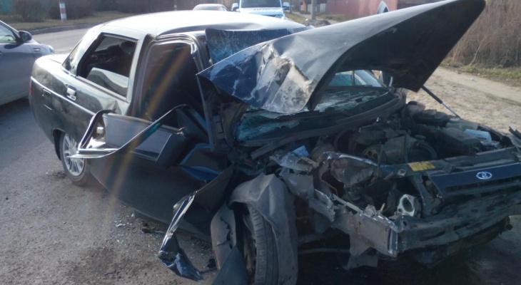 """Пьяный водитель """"десятки"""" влетел в столб, пострадал пассажир"""