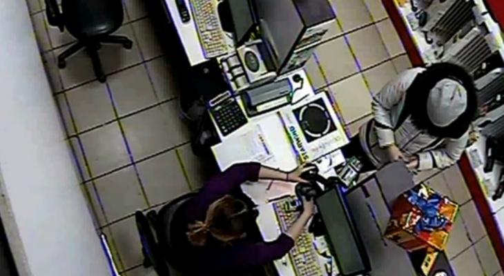 Пять дней женщина тратила деньги с найденной карты 25-летнего чебоксарца
