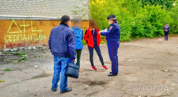 Инспекторы ПДН проверили места сбора молодежи и разогнали подростков у заброшенного здания