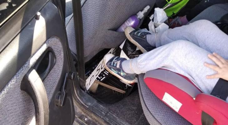 В Чебоксарах пьяный водитель с детьми на автомобиле без номеров пытался проехать пост