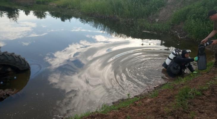 У чувашского села трактор угодил в пруд, водителя искали с водолазами
