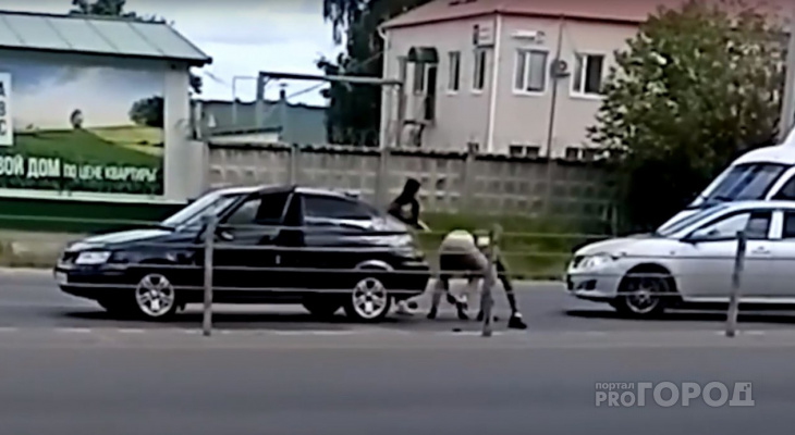 Двое водителей подрались прямо на дороге в Альгешево