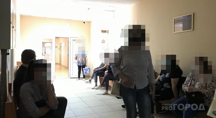 В Чебоксарах пациенты с подозрением на вирус отстаивают двухчасовую очередь