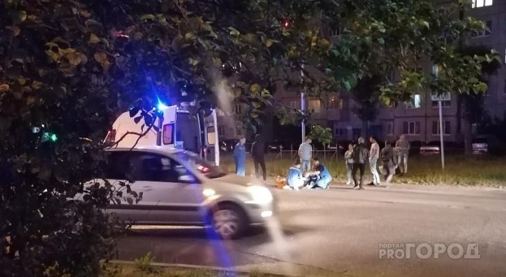 Выходящая из машины девушка попала под колеса