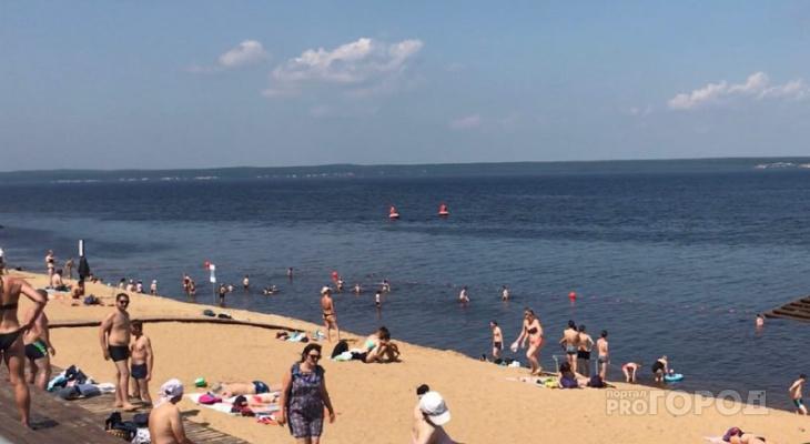 Центральный пляж Чебоксар наводнили спасающиеся от 30-градусной жары