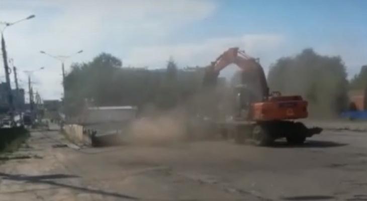 Новосельскую автостанцию с грохотом снесли