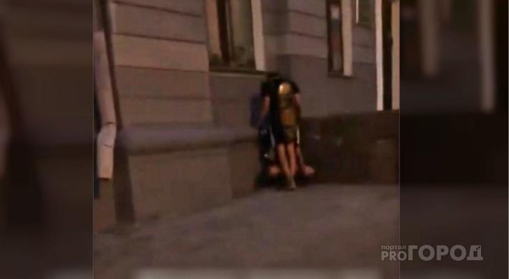 Молодая парочка предалась сексуальным утехам на центральной улице Чебоксар