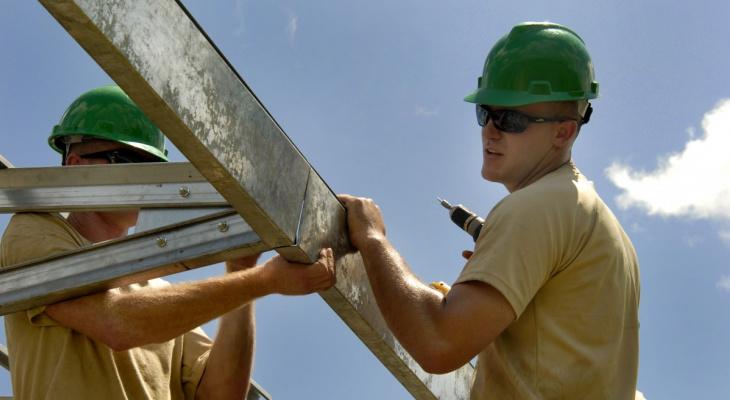 В честь Дня строителя чебоксарцы могут заказать черепицу со скидкой и бесплатной доставкой через интернет