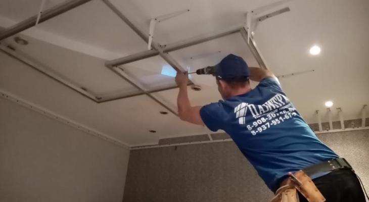 Чебоксарцы могут сэкономить на световых линиях и светильниках, заказав потолок в октябре