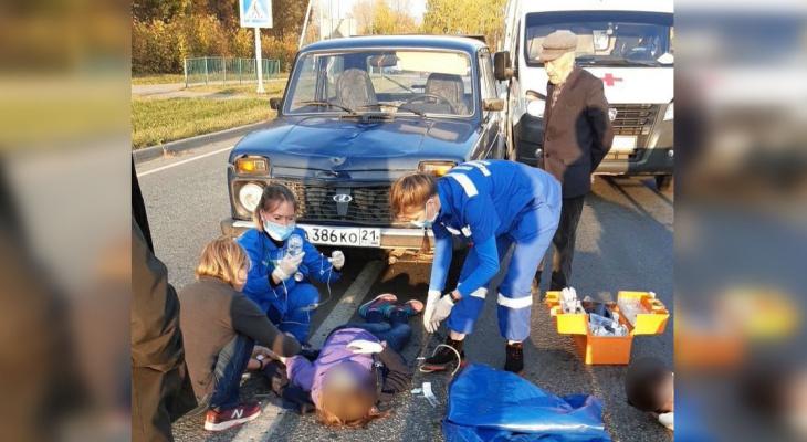 В Чебоксарах ослепленный солнцем водитель сбил на дороге двух женщин