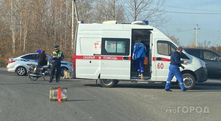 В Новочебоксарске водитель мопеда пострадал в ДТП с пикапом