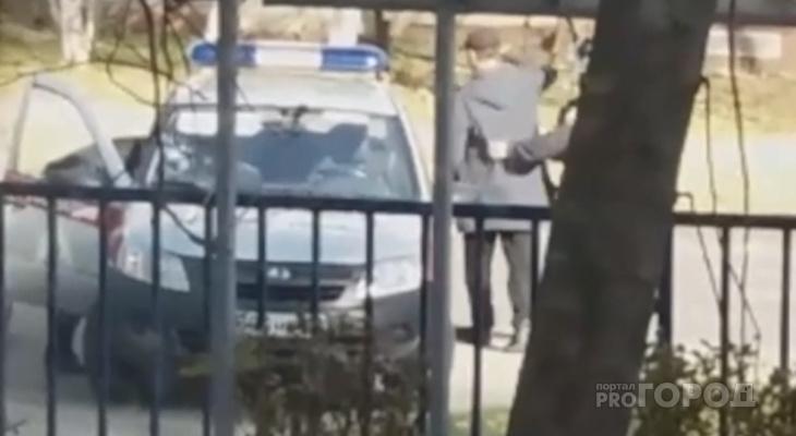 В Чебоксарах рядом с техникумом задержали неадекватного мужчину